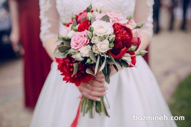 دسته گل عروس با گلهای رز و صدتومنی برای عروس خانمهای جوان