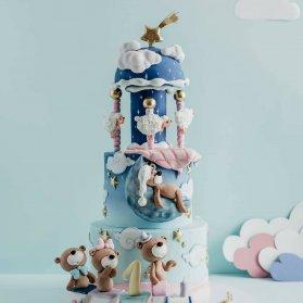 کیک چند طبقه فوندانت جشن تولد کودک با تم خرس خوابالو