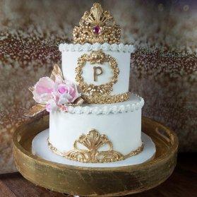 کیک دو طبقه زیبای جشن تولد کودک با تم سفید طلایی