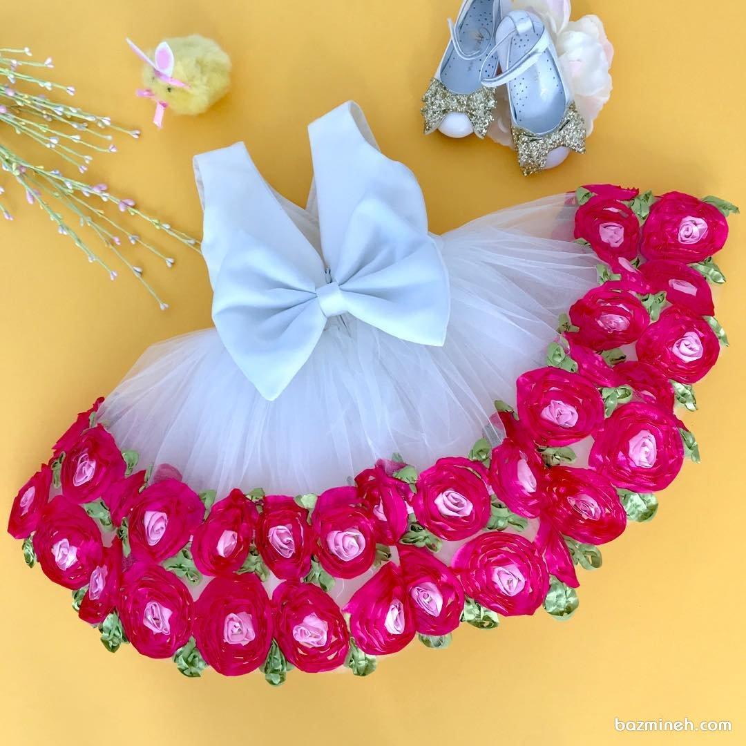 مدل پیراهن پفی دخترانه سفید رنگ با گل های برجسته سرخابی مناسب برای جشن تولد فرشته کوچولوها