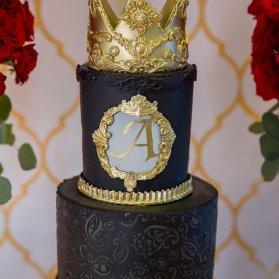 کیک لوکس جشن تولد بزرگسال با تم مشکی طلایی