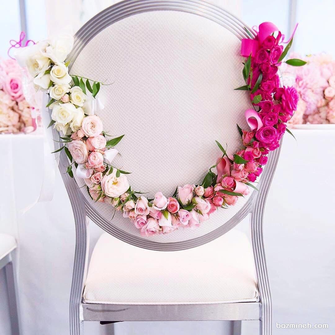تزیین خاص و زیبای صندلی مجالس باشکوهی چون جشن عروسی با گل های رز مینیاتوری طبیعی