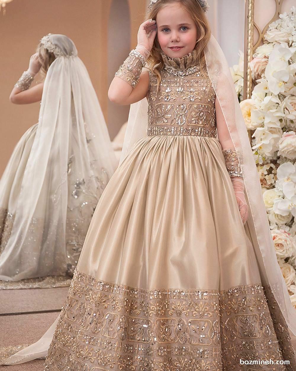 لباس مجلسی کودک با پارچه طلایی سنگدوزی شده و دامن پفی بلند مناسب برای ساقدوش کودک (Flower Girl)