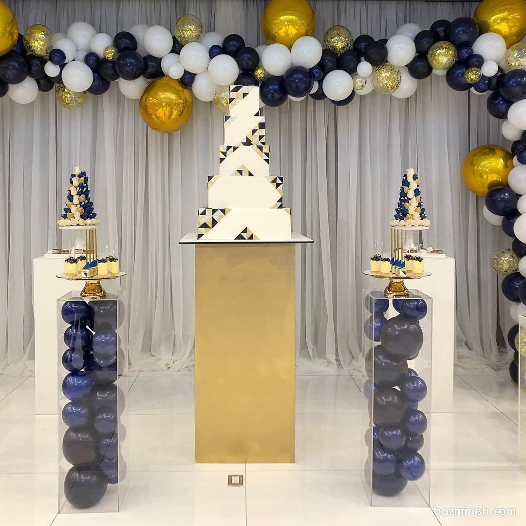 دکوراسیون و بادکنک آرایی شیک و زیبای جشن تولد بزرگسال با تم طلایی سورمه ای
