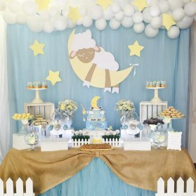 دکوراسیون و بادکنک آرایی شیک جشن بیبی شاور پسرانه با تم ماه و ستاره