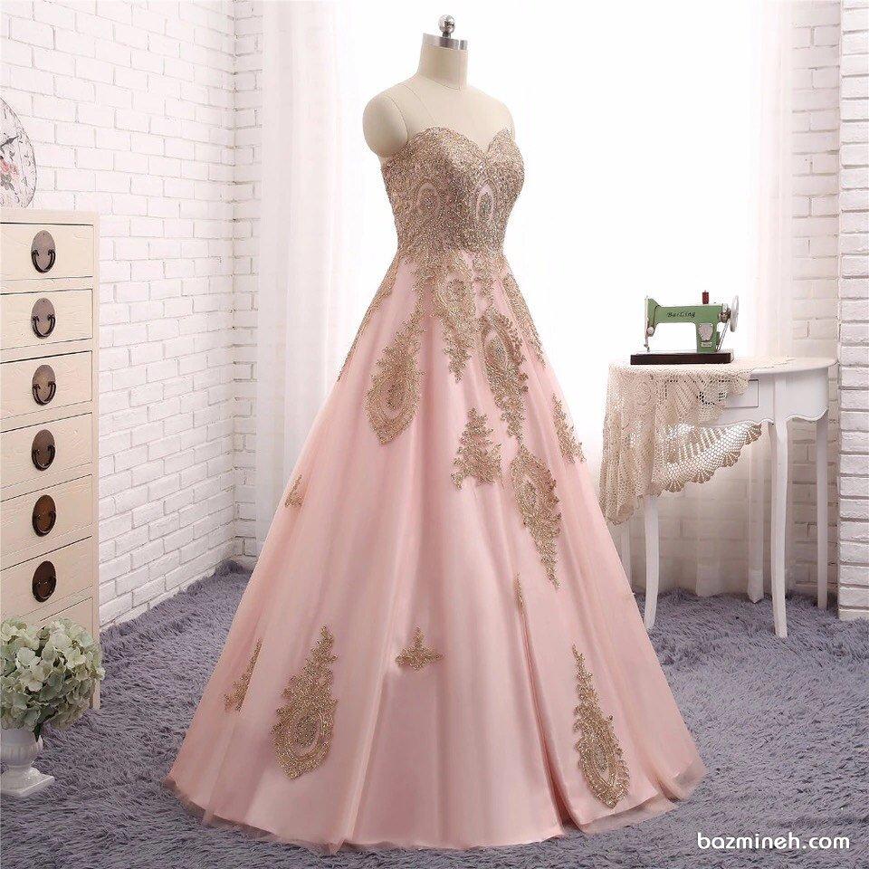 لباس نامزدی دکلته با پارچه صورتی و خرج کار طلایی