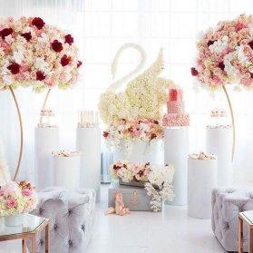 دکوراسیون و گل آرایی جشن تولد دخترانه با تم قو