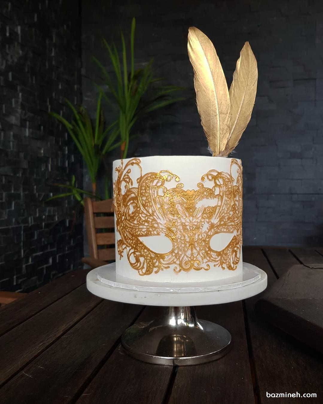 کیک جشن تولد دخترانه با تم بالماسکه سفید طلایی
