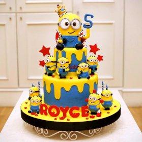 کیک فوندانت جشن تولد کودک با تم مینیون ها (Minions)