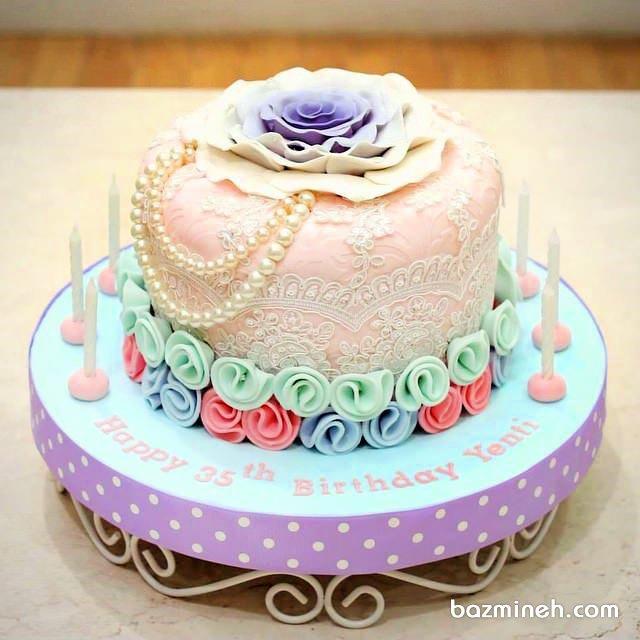 مینی کیک فوندانت فانتزی جشن تولد دخترانه تزیین شده با گل های باترکریم و مروارید