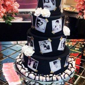 کیک چند طبقه متفاوت جشن سالگرد ازدواج با تم مشکی و ایده جالب چسباندن عکس های جشن عروسی بر روی کیک