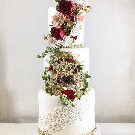 کیک چند طبقه لوکس جشن نامزدی یا عروسی  تزیین شده با گل های شکری
