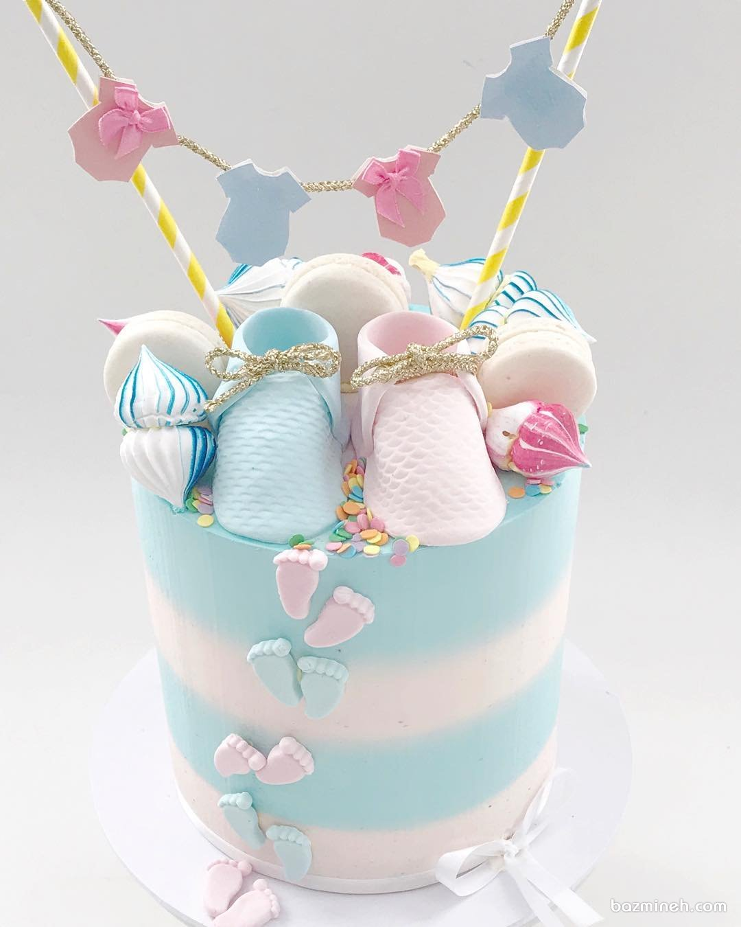 کیک فانتزی جشن بیبی شاور یا تعیین جنسیت با تم آبی صورتی