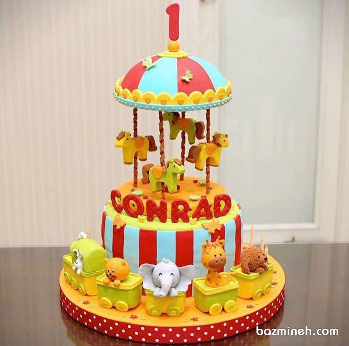 کیک فوندانت جشن تولد یکسالگی کودک با تم چرخ و فلک اسب دار و حیوانات جنگل