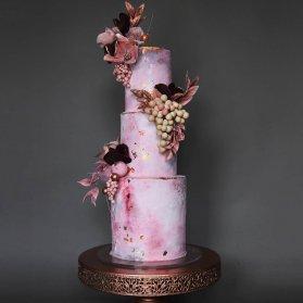 کیک چند طبقه جشن نامزدی یا سالگرد ازدواج با تم صورتی