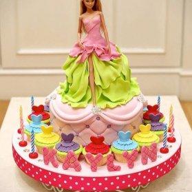 کیک و کاپ کیک های عروسکی فوندانت جشن تولد دخترانه با تم باربی
