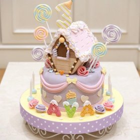 کیک فانتزی جشن تولد دخترانه با تم آبنبات چوبی و بستنی