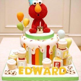 کیک فوندانت بامزه جشن تولد کودک با تم المو