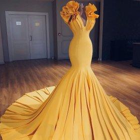 مدل یونیک لباس مجلسی زنانه خردلی رنگ با دامن مدل ماهی بلند دنباله دار