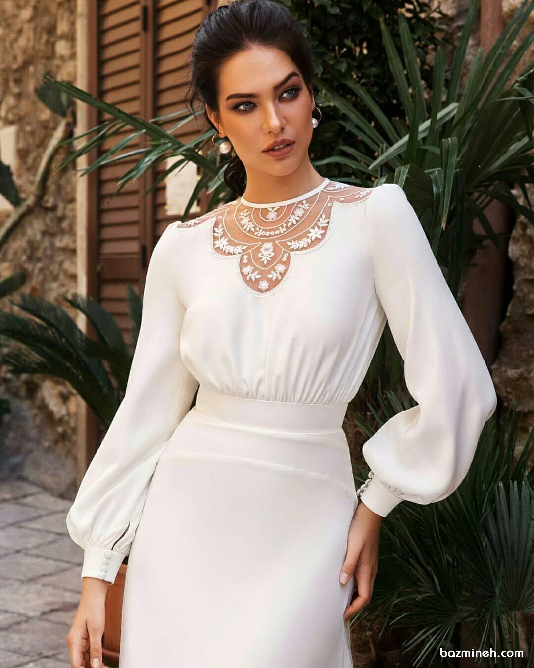 پیراهن ساده و شیک جلو بسته سفید رنگ با آستین های پفی مچ دار  مناسب برای عروس خانم ها در مراسم عقد محضری