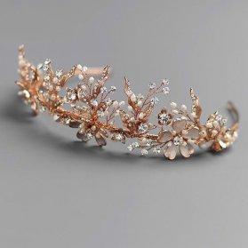 تاج عروس ظریف و زیبای طلایی رنگ نگین دار مناسب برای شینیون موهای کوتاه