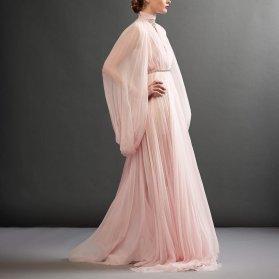 مدل پیراهن مجلسی بلند حریر صورتی رنگ با آستین های خاص و زیبا مناسب برای ساقدوش های عروس