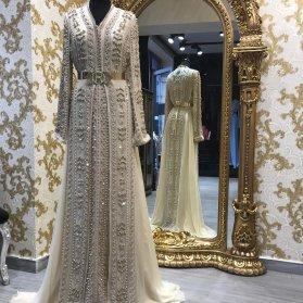 مانتو عقد شیک حریر بلند مروارید دوزی شده ایده ای زیبا برای مراسم عقد محضری