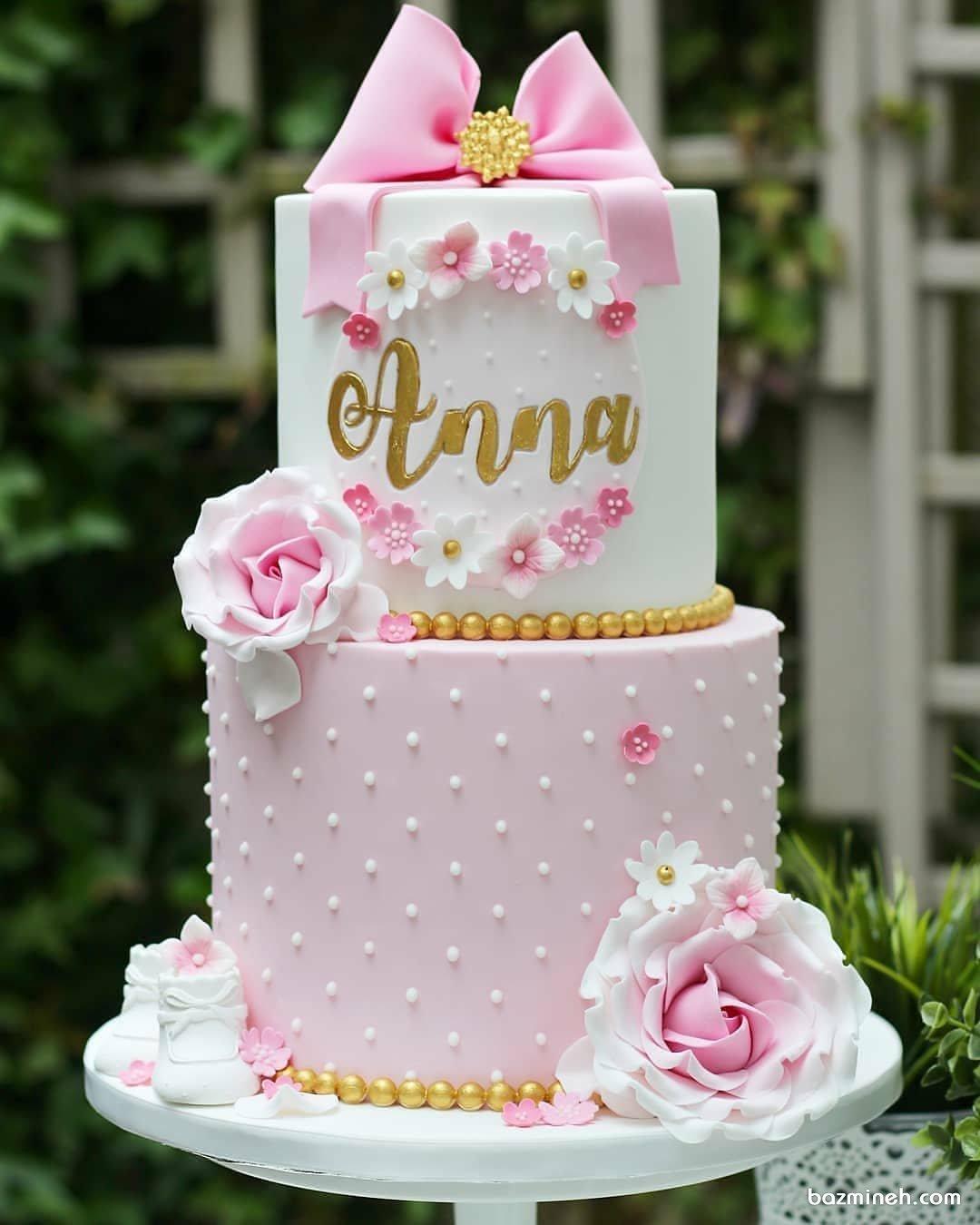 کیک فوندانت دو طبقه جشن بیبی شاور دخترانه با تم سفید صورتی