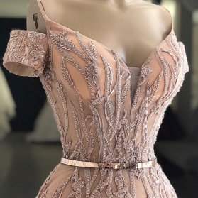 مدل زیبای بالا تنه لباس مجلسی سنگدوزی شده به رنگ رزگلد مناسب برای ساقدوش های عروس