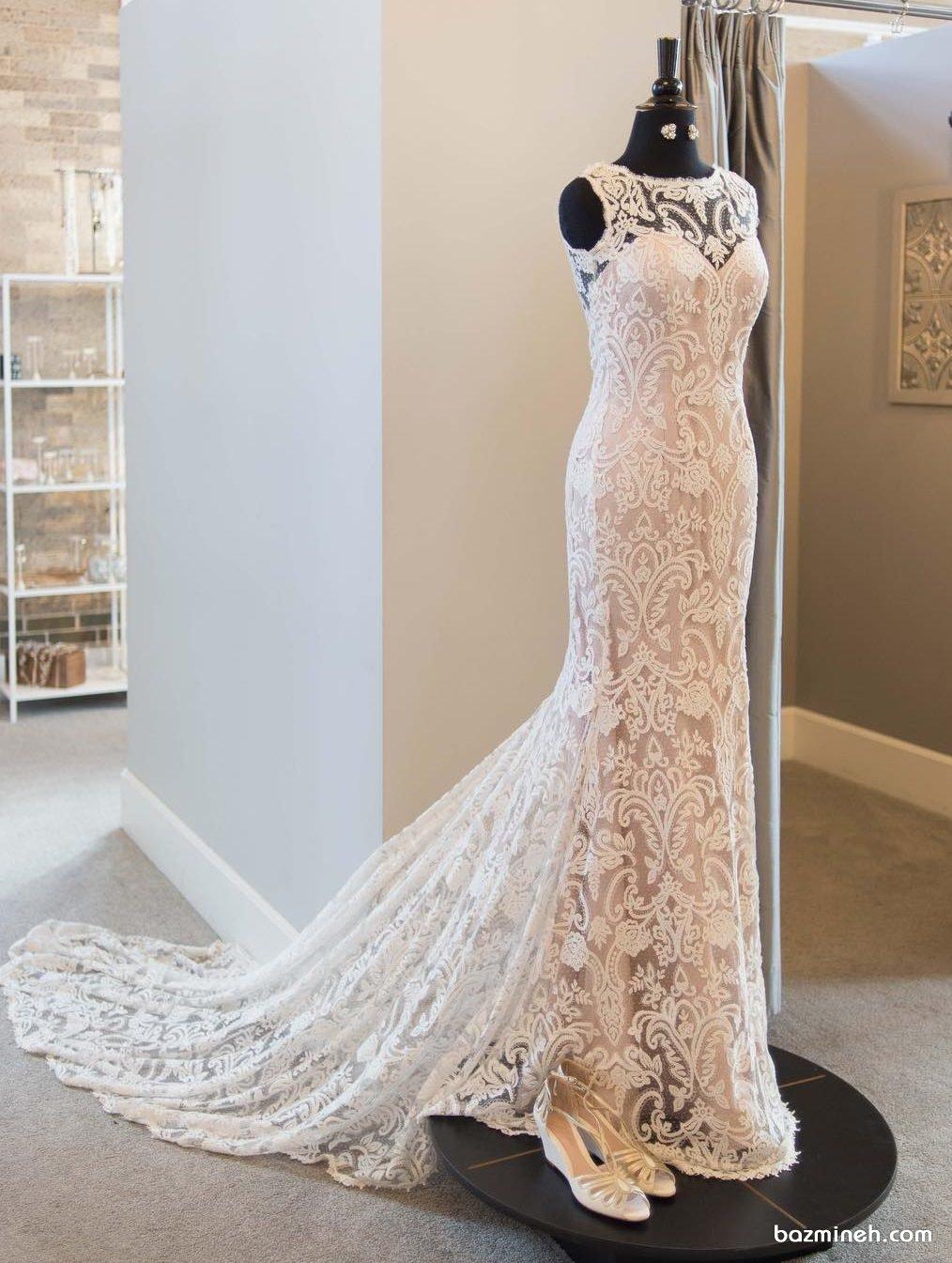 پیراهن مجلسی ماکسی دنباله دار با پارچه دانتل سفید رنگ مناسب برای لباس نامزدی یا لباس عروس به سبک بوهو