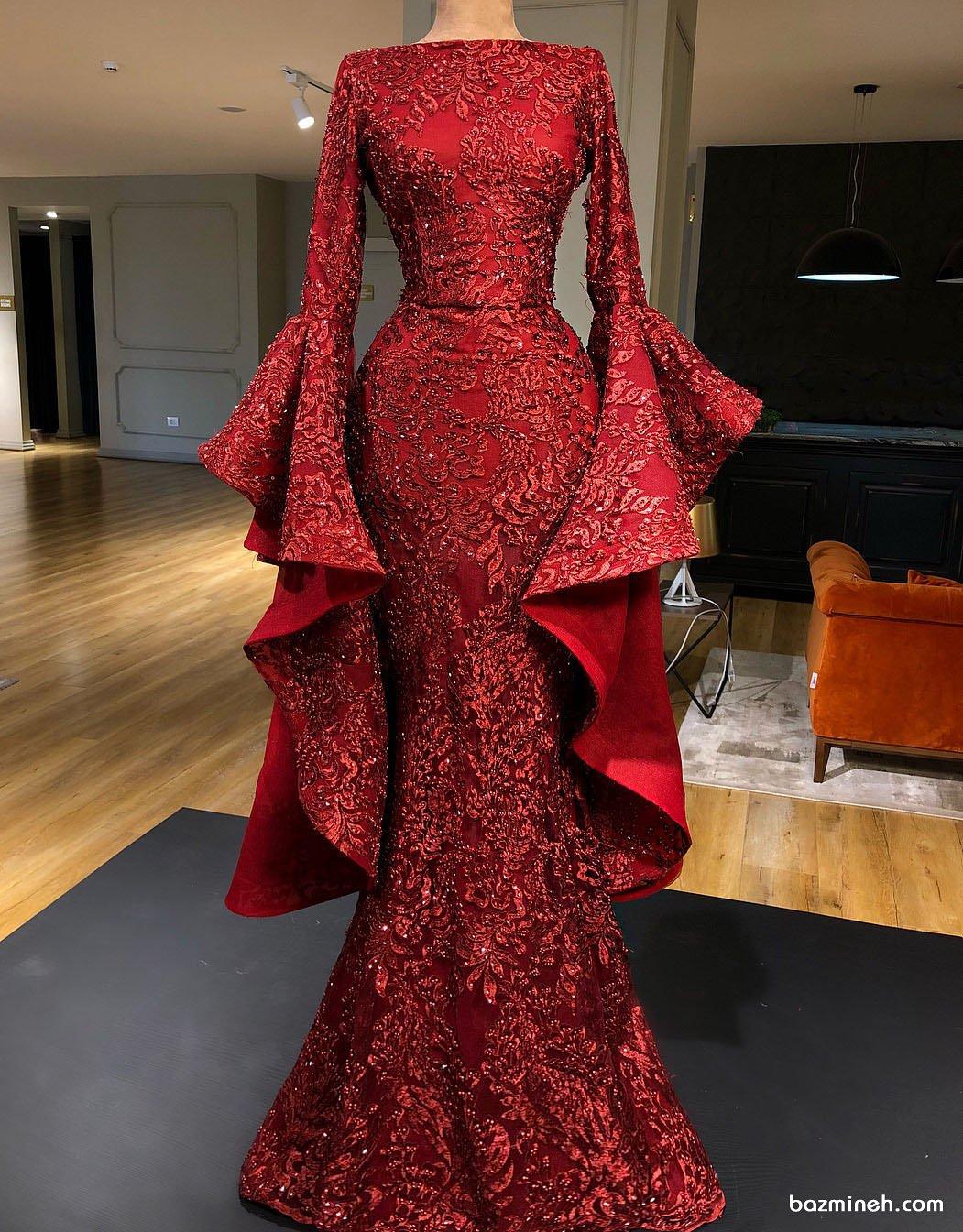 لباس نامزدی ماکسی قرمز رنگ سنگدوزی شده با دامن مدل ماهی و آستین های کلوش جدا مدلی خاص و زیبا
