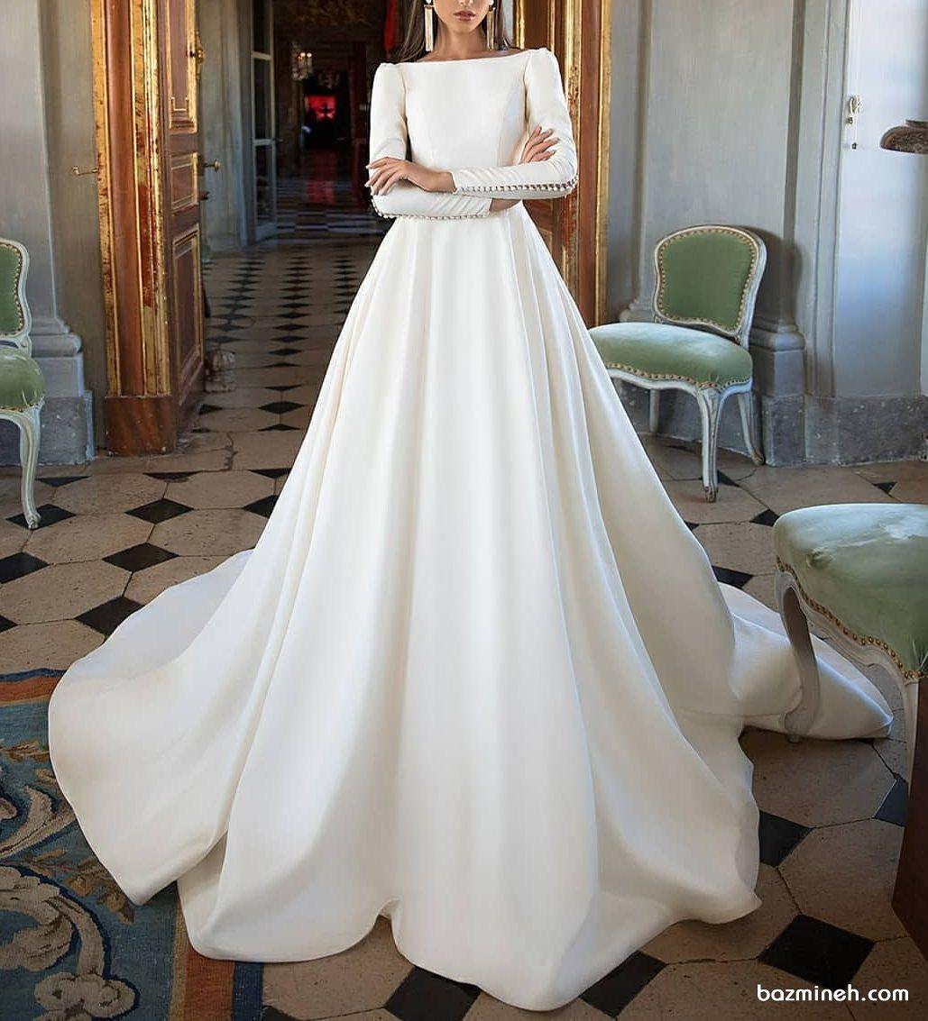 لباس عروس پوشیده و شیک با یقه قایقی بسته آستین دار و دامن کلوش دنباله دار