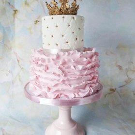 کیک دو طبقه فانتزی جشن تولد دخترانه با تم پرنسسی سفید صورتی