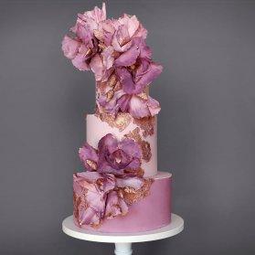 مدل کیک چند طبقه جشن تولد یا سالگرد ازدواج با تم صورتی طلایی