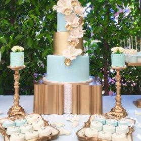 کیک چند طبقه زیبای جشن تولد یا سالگرد عروسی با تم آبی طلایی