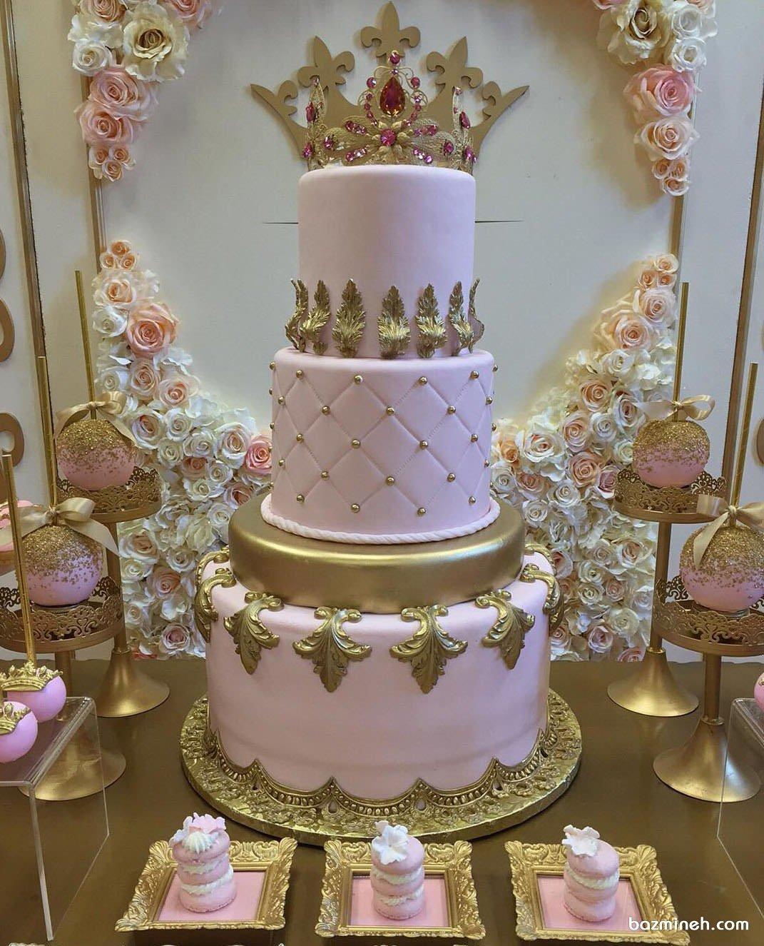 کیک چند طبقه فوندانت جشن تولد دخترانه با تم تاج صورتی طلایی