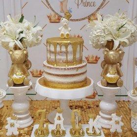 کیک و کوکی های زیبای جشن تولد کودک با تم خرسی و تاج طلایی سفید