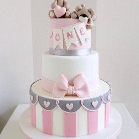 کیک چند طبقه جشن تولد یکسالگی دخترونه با تم خرس تدی طوسی صورتی