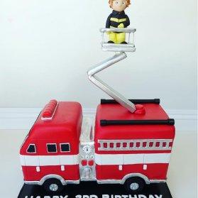 کیک فوندانت جشن تولد پسرانه با تم آتش نشان