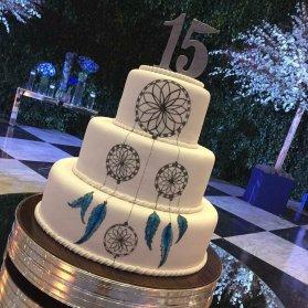 کیک چند طبقه ساده جشن تولد نوجوان