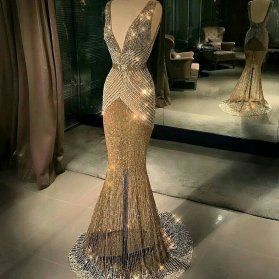 لباس مجلسی ماکسی شیک پشت باز با پارچه طلایی رنگ و دامن مدل ماهی دنباله دار