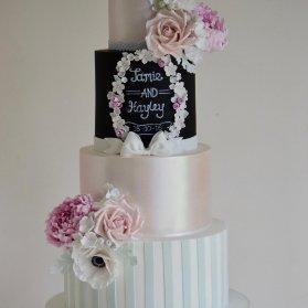 کیک خاص و منحصر به فرد جشن نامزدی یا سالگرد ازدواج با تم تخته سیاه