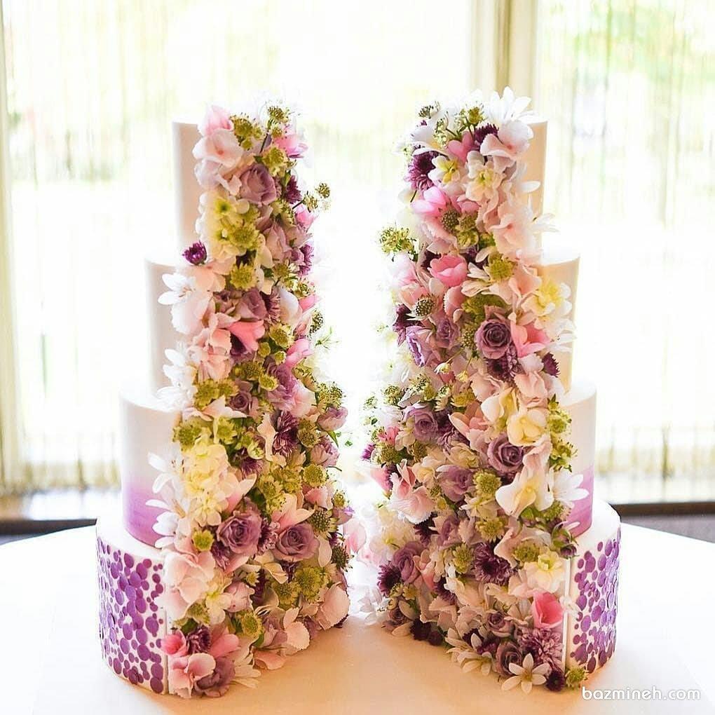 کیک زیبا و متفاوت جشن نامزدی یا عروسی با تم سفید یاسی تزیین شده با گل های طبیعی