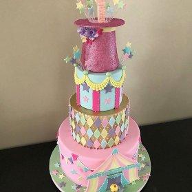 کیک چند طبقه جشن تولد کودک با تم سیرک و شعبده بازی