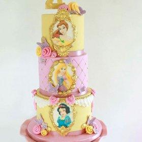 کیک چند طبقه جشن تولد دخترونه با تم پرنسس های والت دیزنی