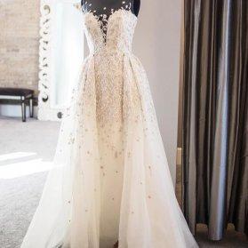 لباس عروس ساده و شیک دکلته قلبی سنگدوزی شده