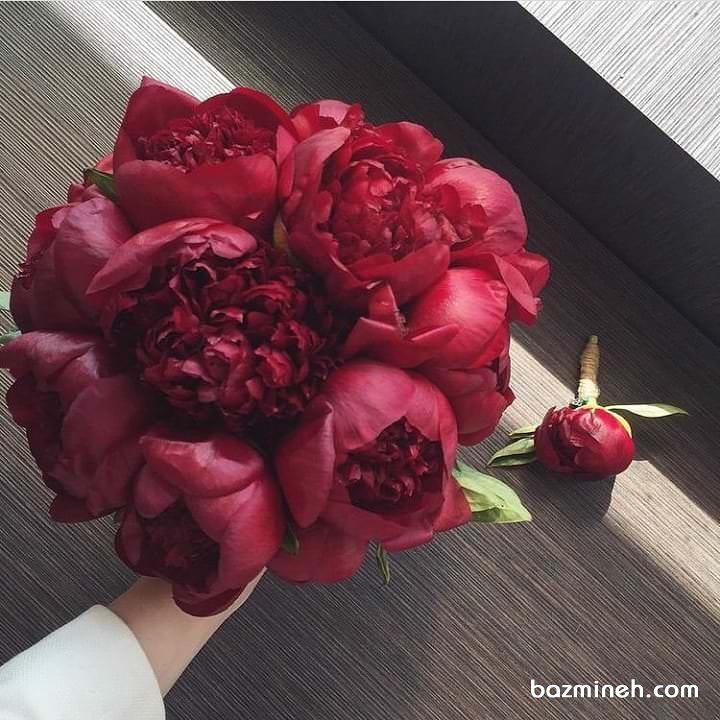 دسته گل عروس با گل های صد تومنی (peony)