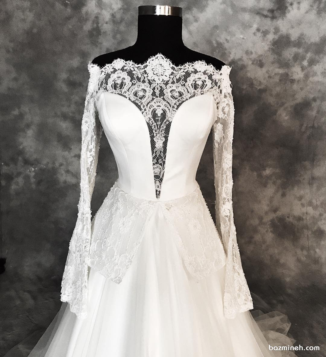 مدل بالا تنه لباس عروس پوشیده با آستین های توری