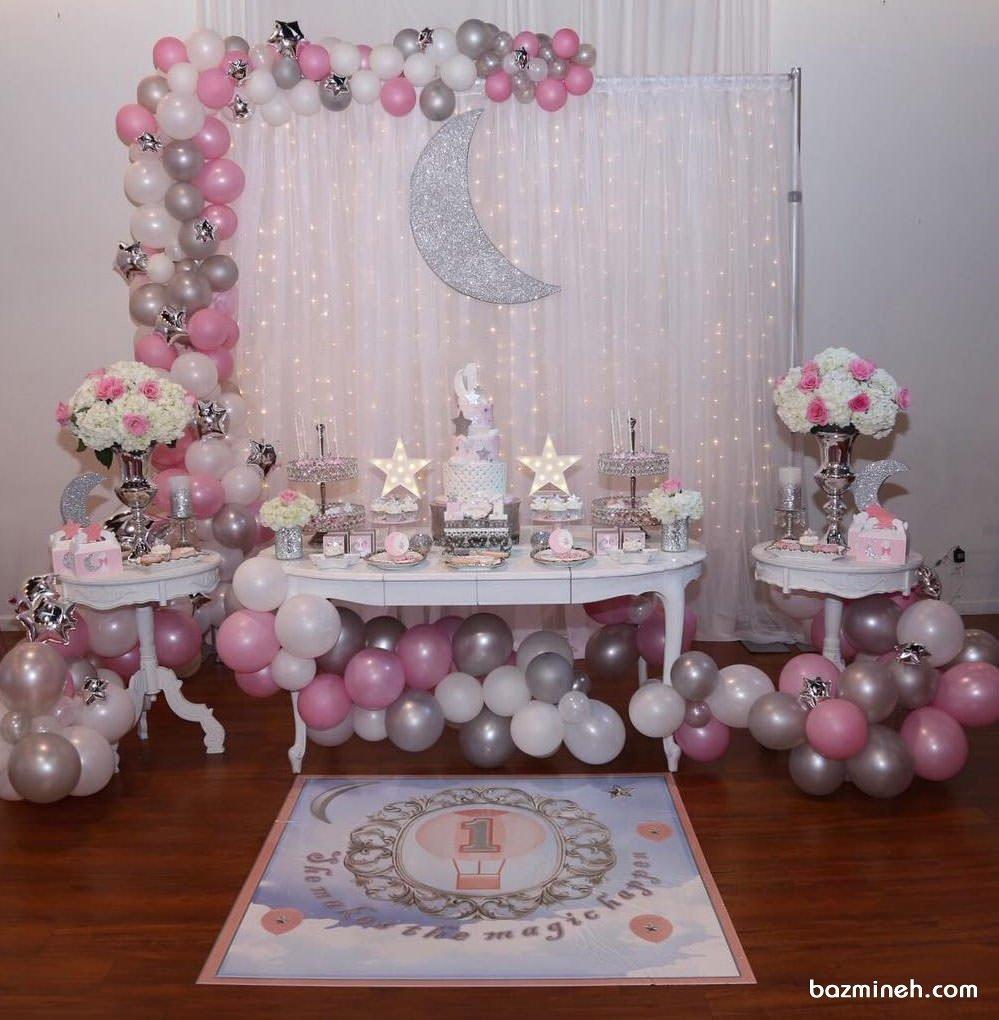 دکوراسیون و بادکنک آرایی جشن بیبی شاور دخترانه با تم ماه و ستاره طوسی صورتی