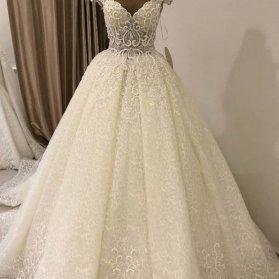 لباس عروس با یقه دلبری باز